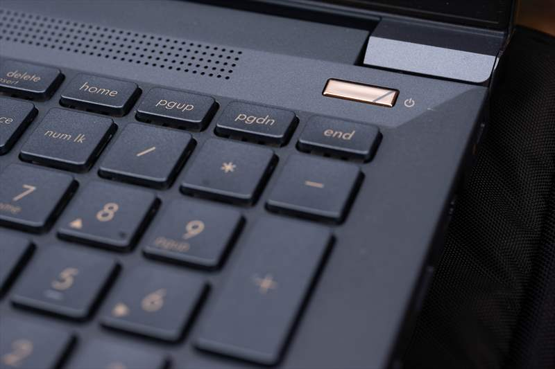 ASUS StudioBook Pro X W730G5T 01 (25)