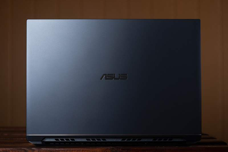 ASUS StudioBook Pro X W730G5T 01 (37)
