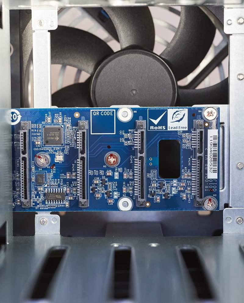 Qnap TR-004 - 01 (17)