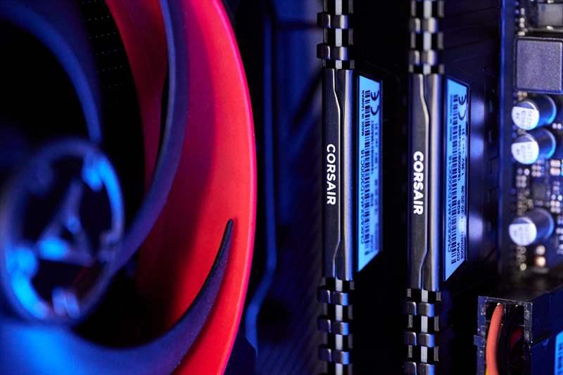 Workstation Pixel Paladin - PC Garage - Ghidul DLSR - 1 (17)